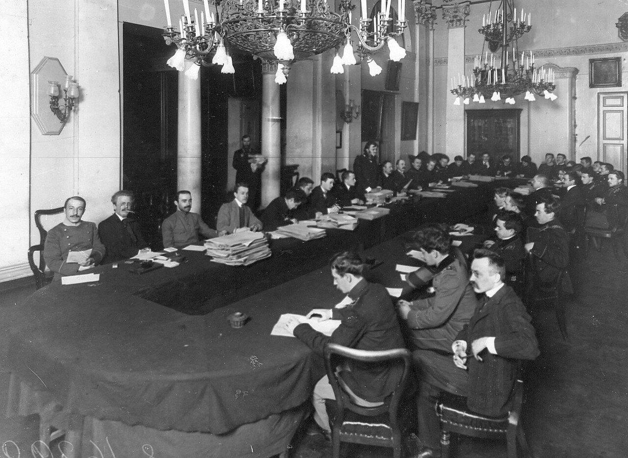 Заседание комиссии по выборам выборщиков в Третью Государственную думу под председательством Фальброка в здании Сельскохозяйственного музея