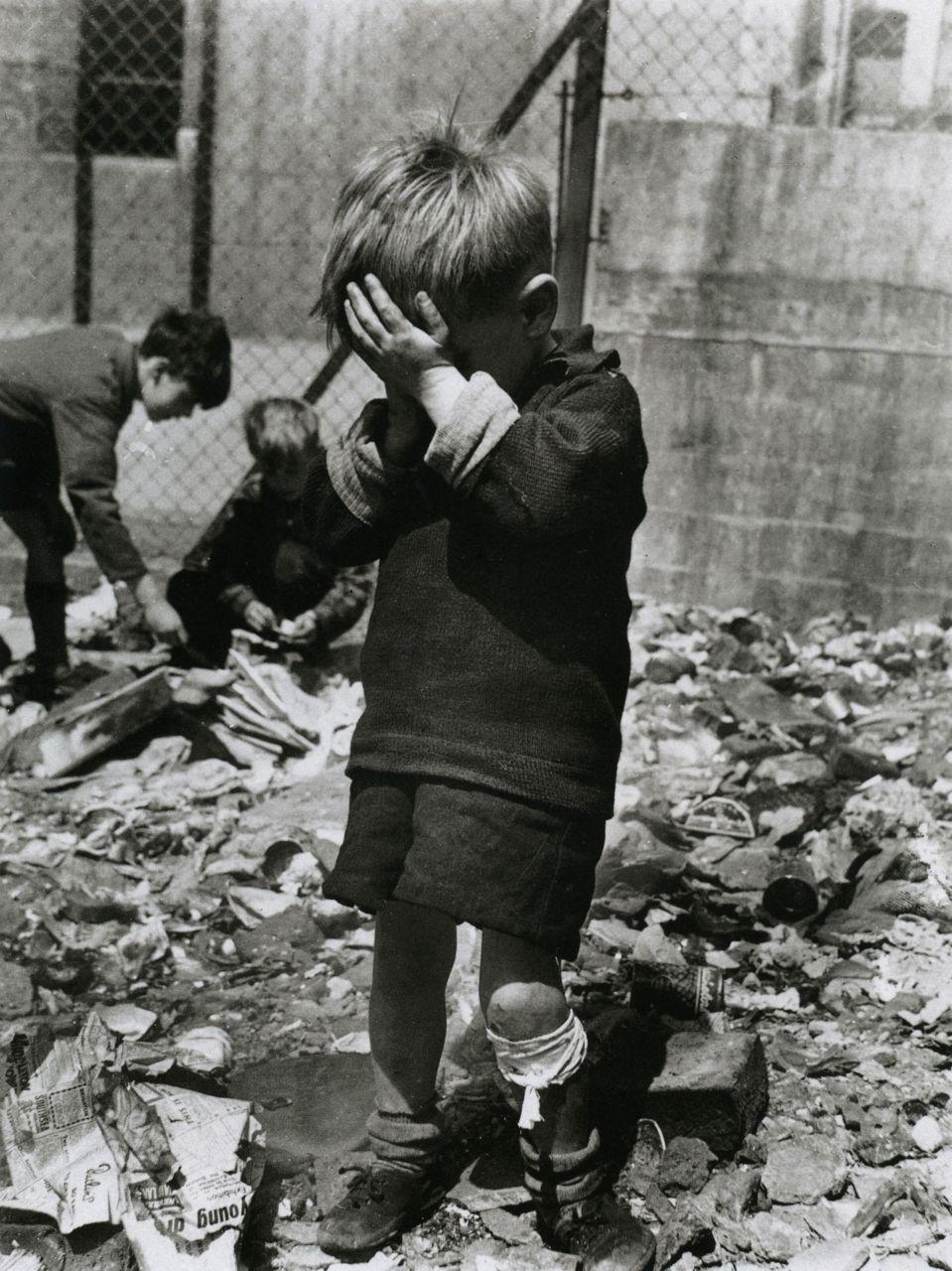 1957. Мальчик на развалинах, Уэверли Уолк, Харроу-роуд