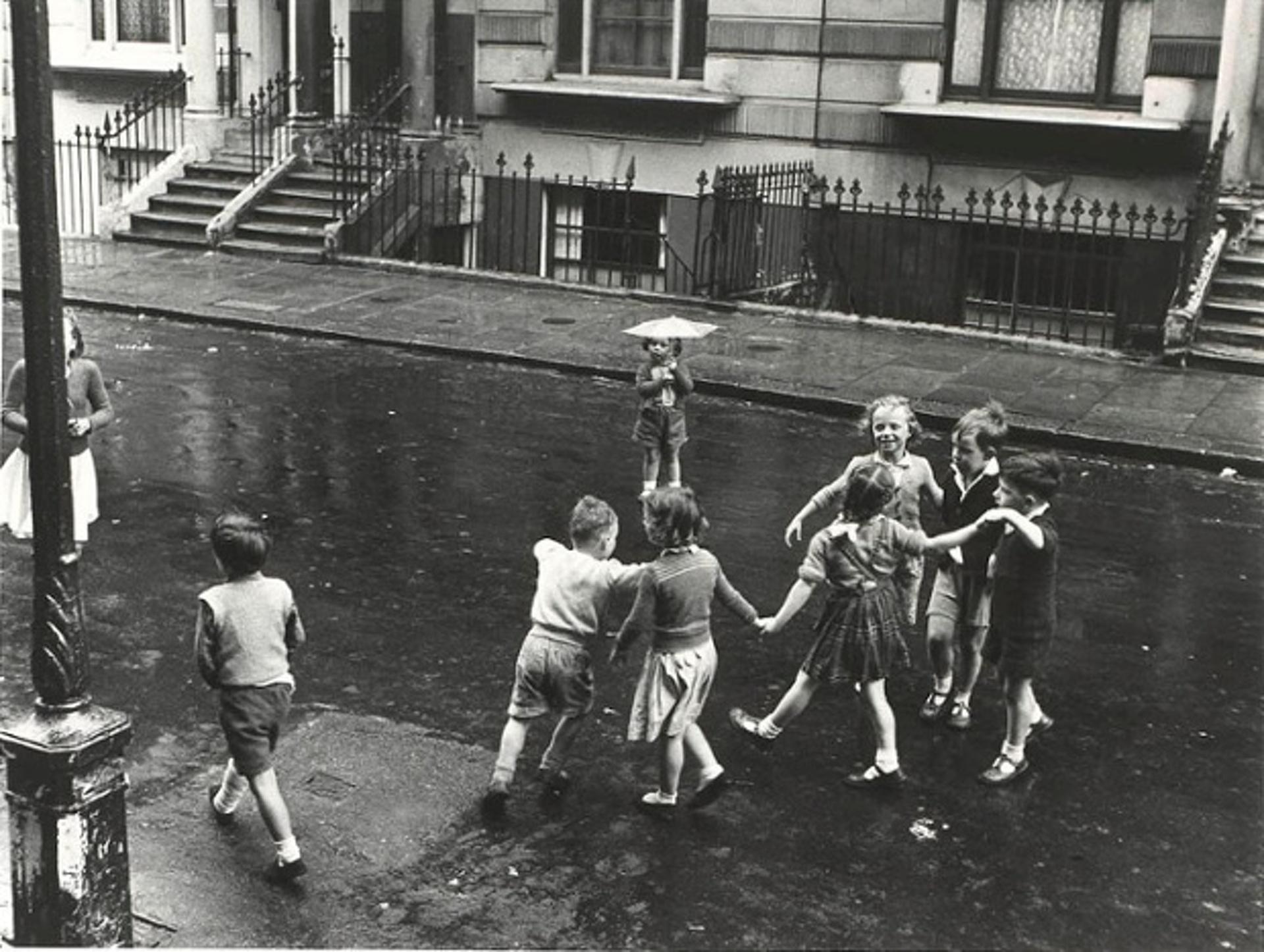 1957. Дети на дороге. Ст. Стефенс гарденс, Лондон