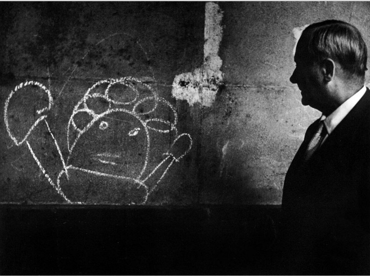 1955. Миро изучает граффити