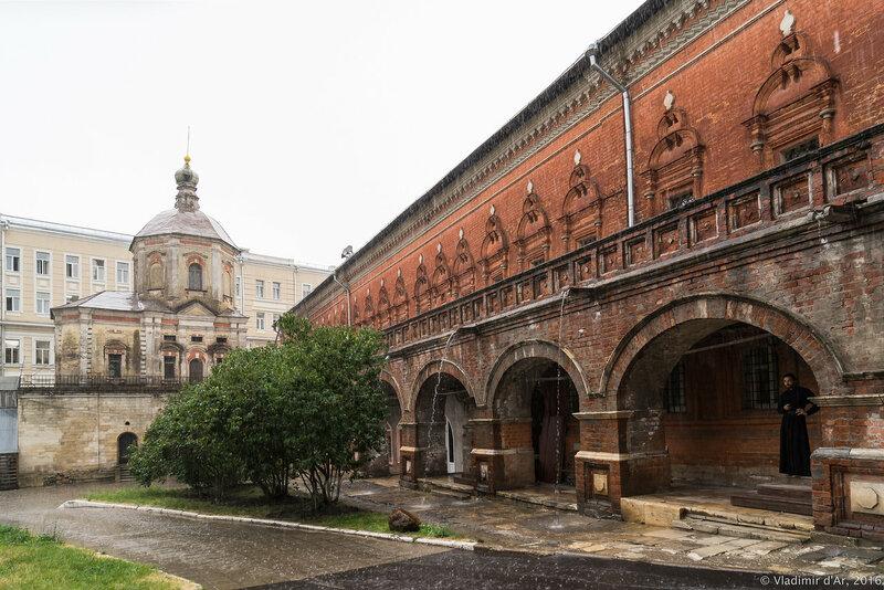Высоко-Петровский монастырь. Ливень в Москве.
