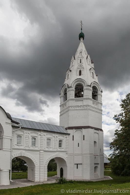 Колокольня Покровского собора. Свято-Покровский монастырь в Суздале.