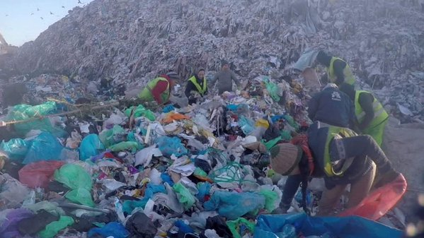 Romanian government accused of risking lives of thousands forced to live/work on toxic dump