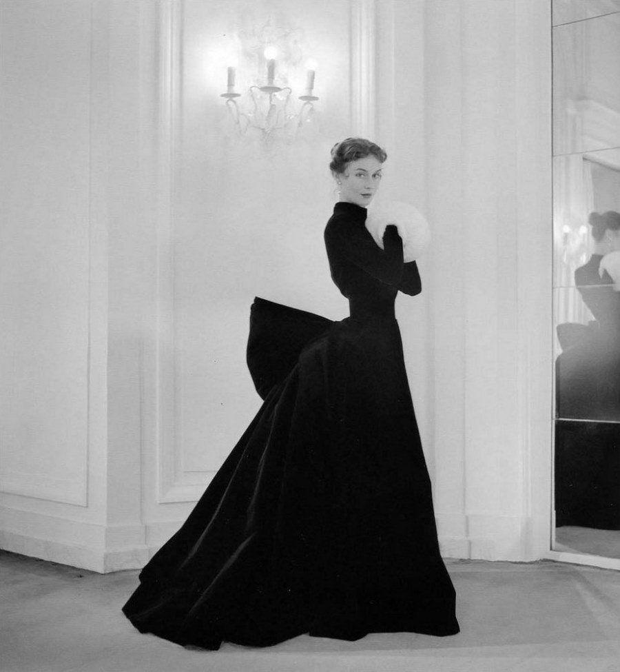 Модели в изысканных платьях. Автор фото: Willy Maywald. В то время снимки для домов мод проходили ис
