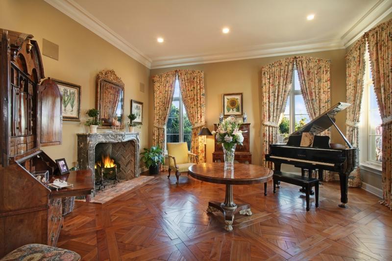 Пианино и рояль в дизайне интерьера фото 10