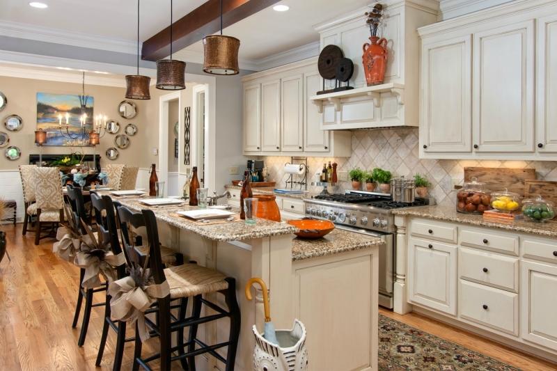 Дизайн кухни в светлых оттенках фото 16