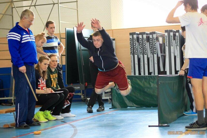 В ДЮСШ города Углича проходит тестирование ГТО. Прыжки в длину