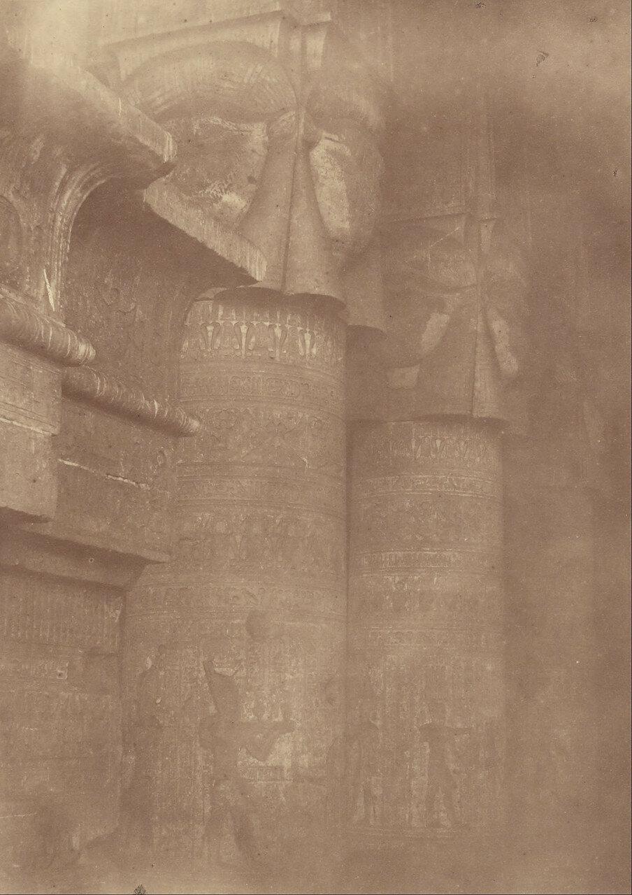 1865. Крупный план колонн и капителей храма