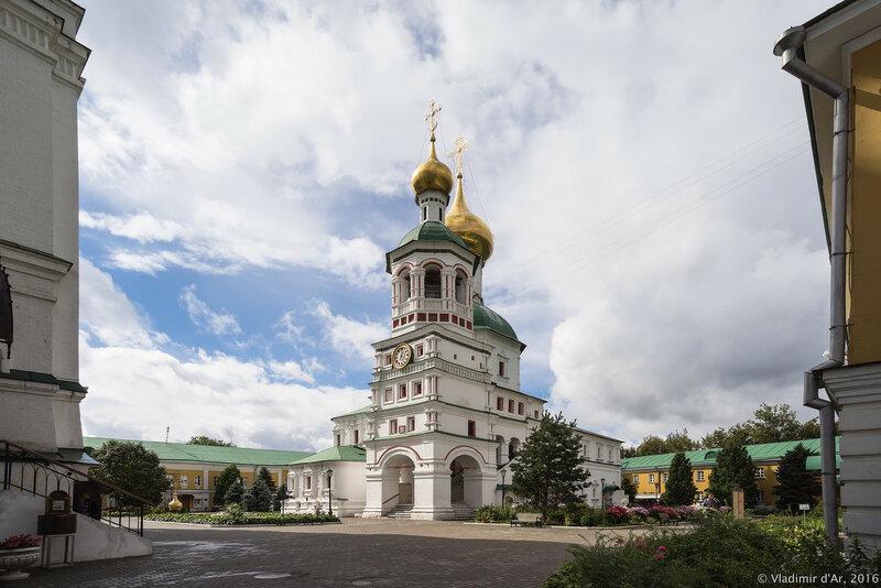Колокольня с церковью Успения Пресвятой Богородицы. Перервинский монастырь.