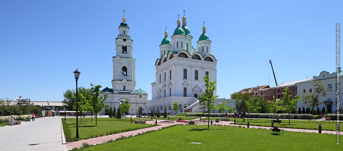 Астраханский кремль Соборная колокольня и Успенский кафедральный собор фотография