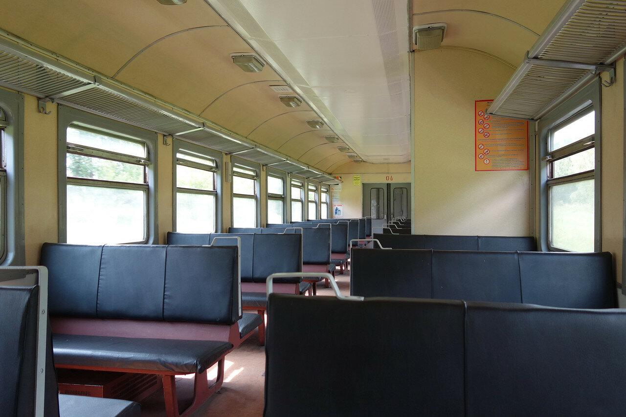 внутри вагона ЭР9Т-687-06
