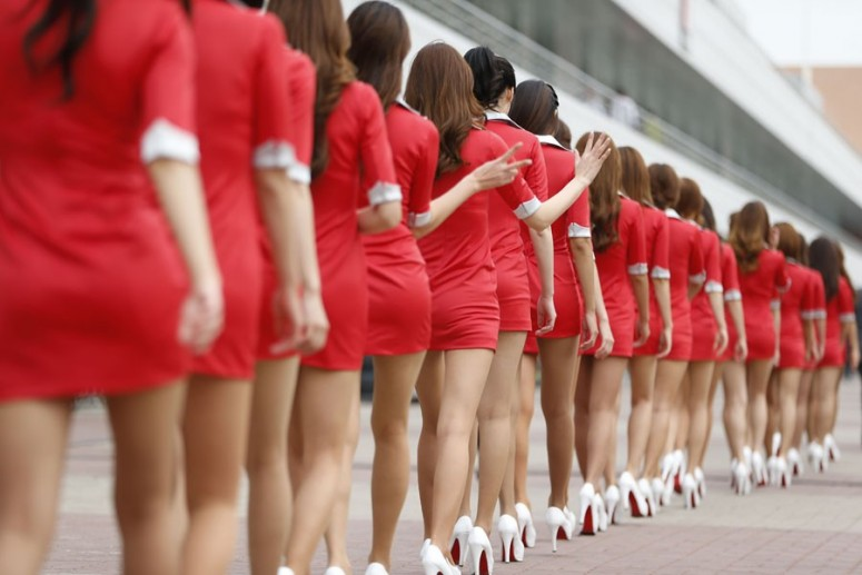 430-a-grid-girls-prepare-for-the-start-of-the-racejpg_small_1.jpg