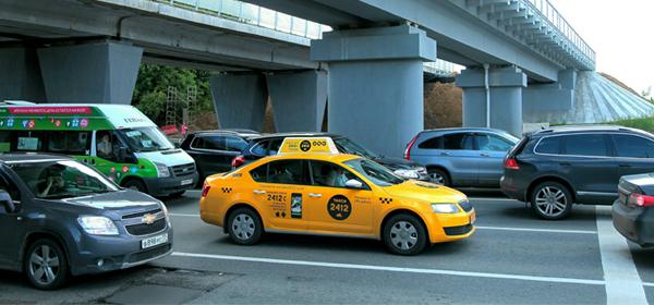 Московские таксисты-нелегалы решили покупать лицензии