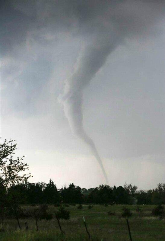 Фотографии сильнейших торнадо года. Впечатляющие снимки природной стихии 0 13fc8d d9629633 XL