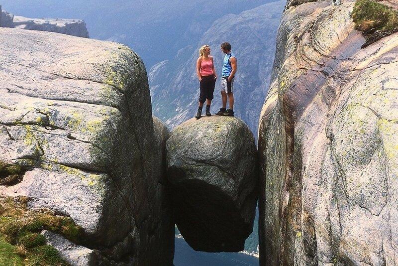 Кьераг — большой камень в виде горошины, застрявший между двух скал