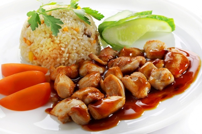 Ингредиенты: 600г филе индейки большая морковка луковица 4ст.л. соевого соуса Приготовление: Моем