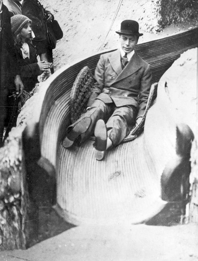 Английский король Георг VIсъезжает сгорки, 1925г.