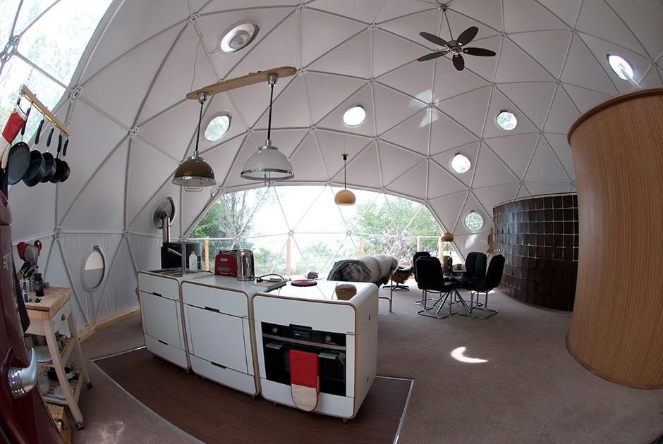 Проект Go Glamping Джим Миллиган и Никола Микин мечтали об эффектном загородном доме, где можно жить