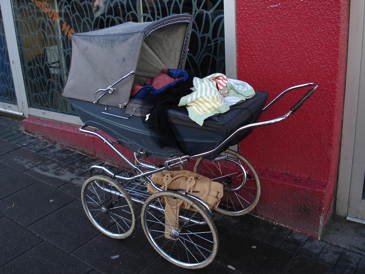 Местные предпочитают оставлять своих малышей снаружи, дабы те спокойно спали и дышали свежим воз