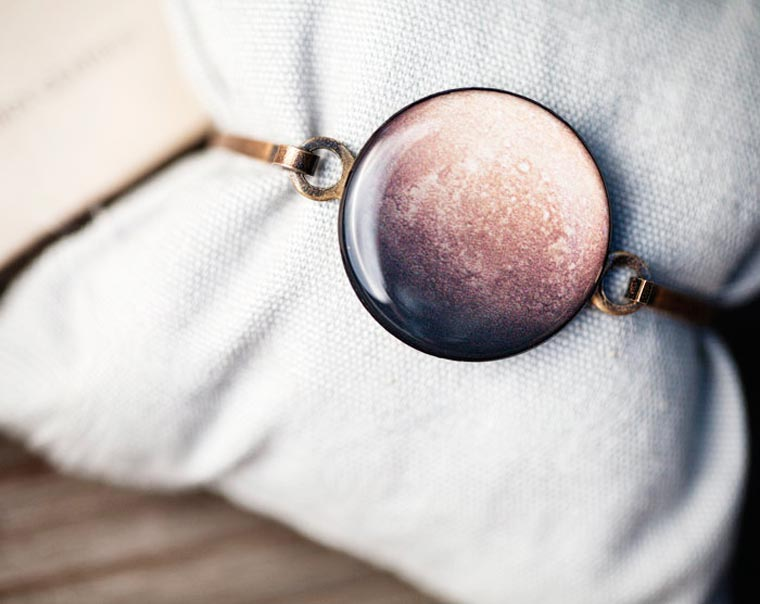 Space Jewelry - When planets and galaxies become beautiful jewelry