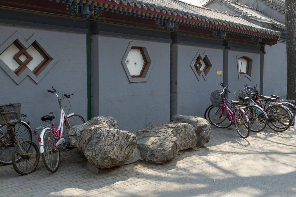 Камни около старого дома, Шичахай, Пекин
