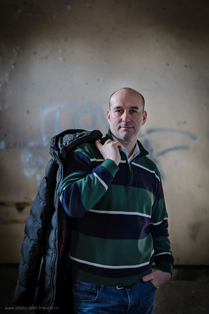 20. Портрет автора этого блога, снятый на Nikon 35mm f/1.4G. Время экспозиции 1/160