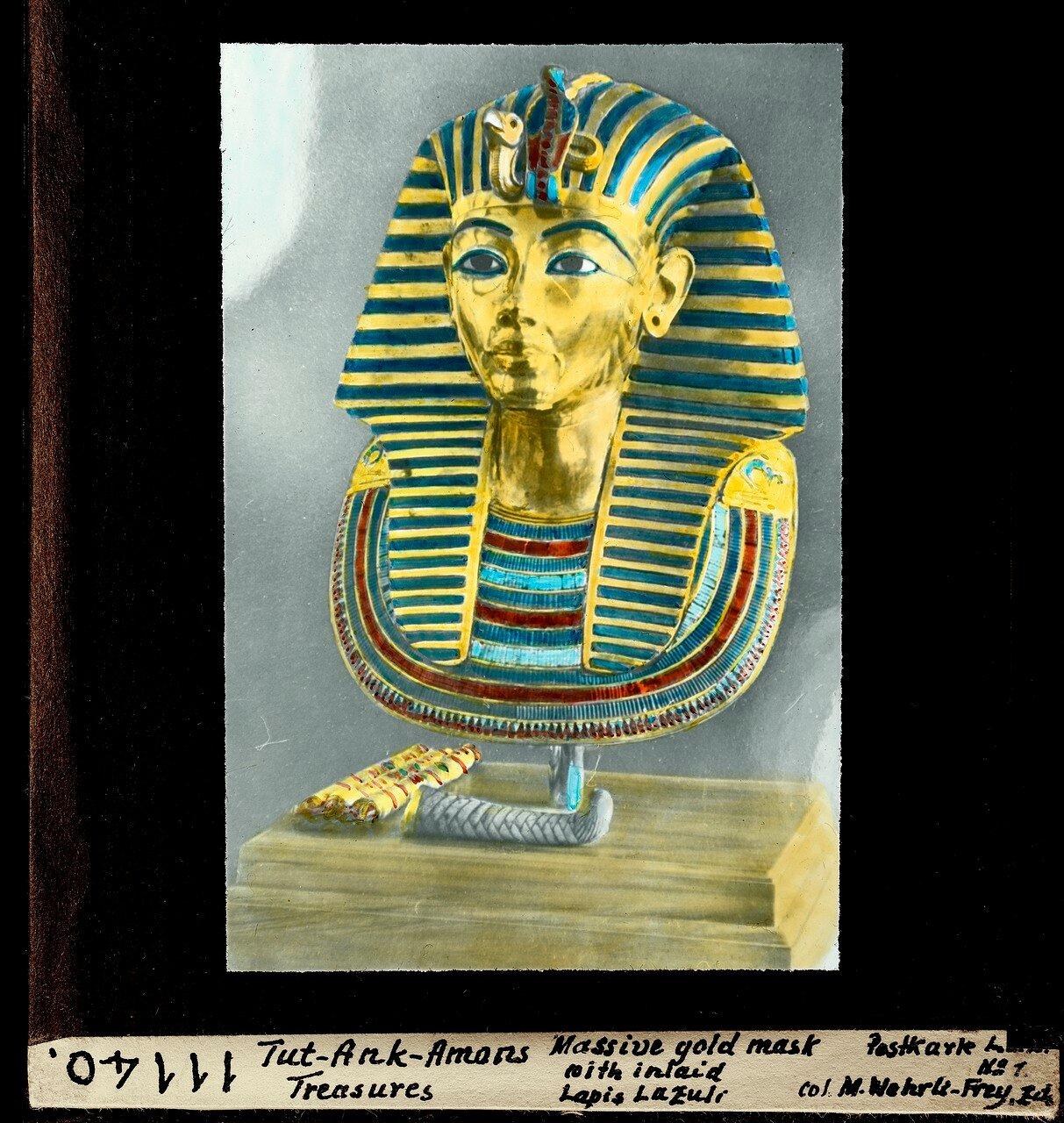Массивная золотая маска с инкрустацией из лазурита