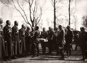 Христосование императора Николая II с нижними чинами