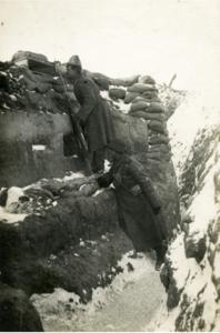 69. 1915–1916. В окопе. Зима. Позиции на реке Сервечь, Минская губерния