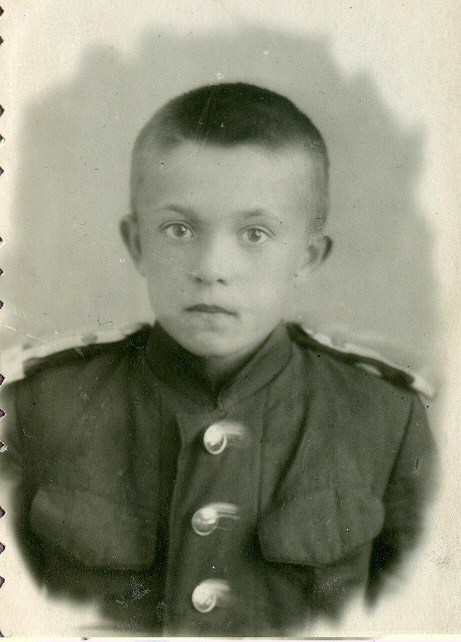 22. Харченко Гена - главный кондуктор, ученик 6-го класса ж.д. школы № 2