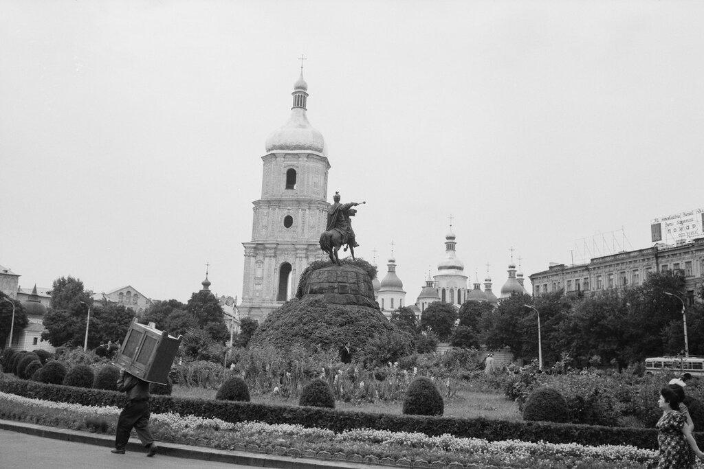 11. Площадь Калинина