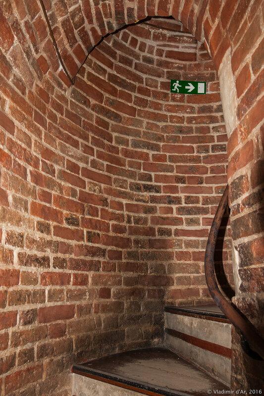 Центральная церковь Покрова Богородицы. Тайная лестница.