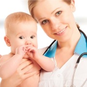 Педиатр и малыш