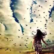 Девушка небо и птицы