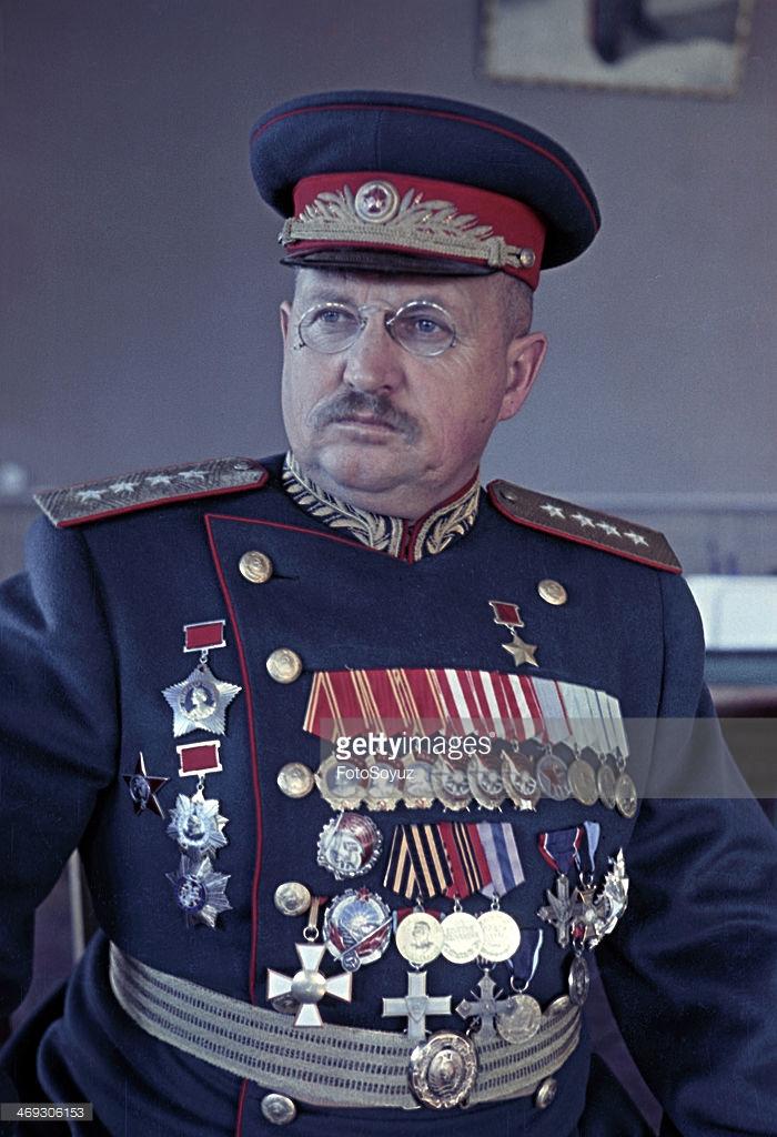 1945 General I Petrov фотограф Марк Редькин2.jpg
