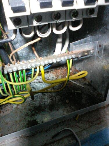 Срочный вызов электрика аварийной службы в частный детский сад из-за короткого замыкания в электросчётчике