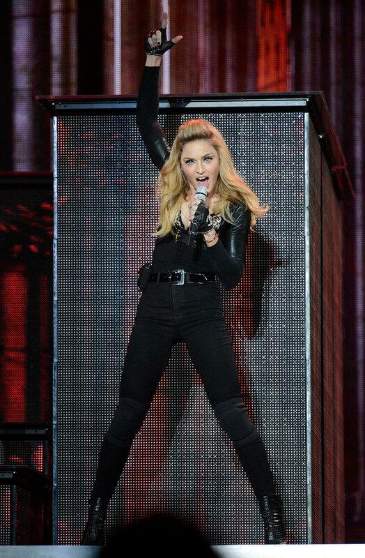 Из чего пыталась застрелиться Мадонна?