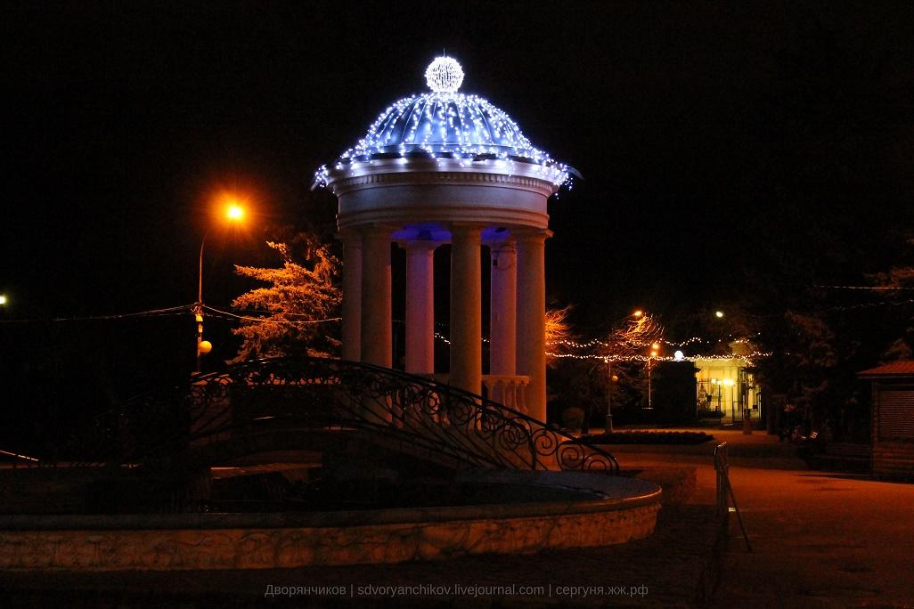 Ротонда - ночь на дворе - парк Вгс - Волжский