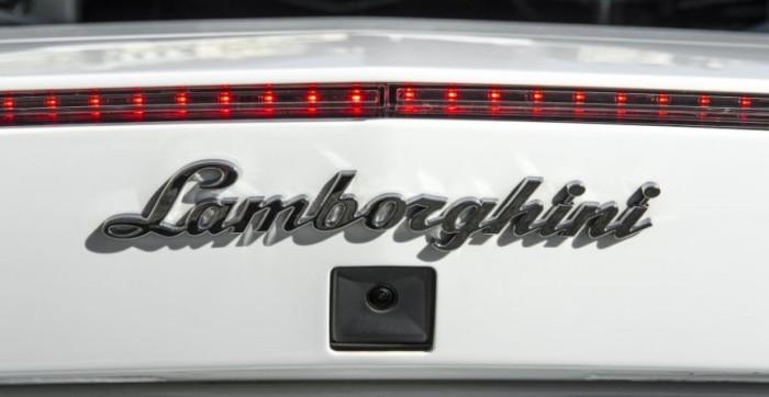 Камера заднего вида с высоким разрешением пригодится водителю, который хочет припарковать свой Lambo