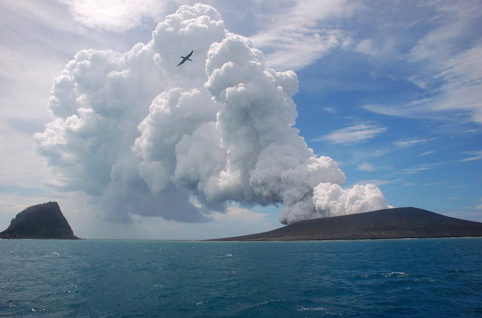 8. Действующий стратовулкан Синабунг в северной части острова Суматра, в 60 км к юго-западу от