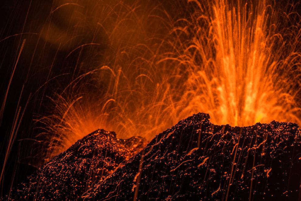 19. Активный щитовидный вулкан Килауэ?а на острове Гавайи, 26 января 2015. (Фото U.S. Geologica