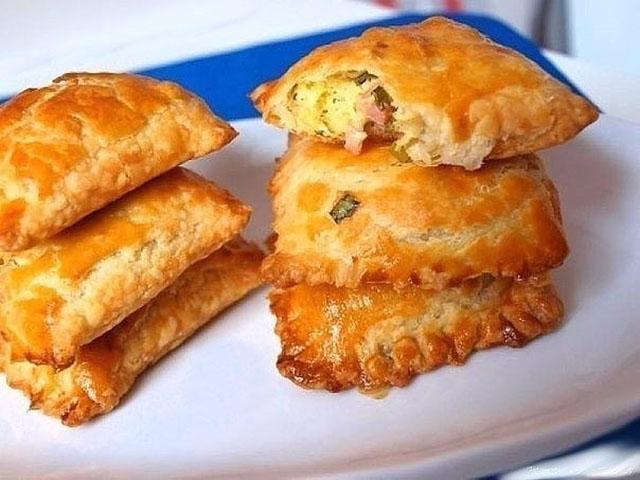 Пирог и слоеного теста с луком и яйцом в духовке пошаговый рецепт с