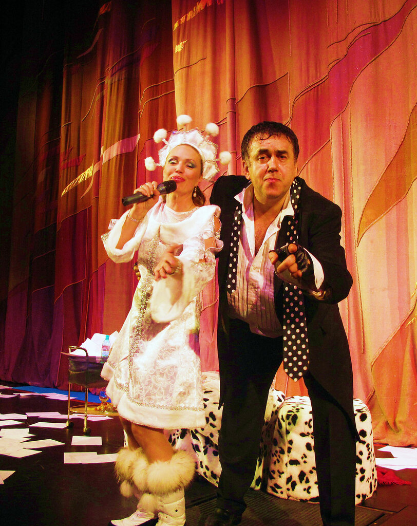 Сегодня с 20.00-22.00 я в прямом эфире в вечернем шоу Аллы Довлатовой на Русском радио!