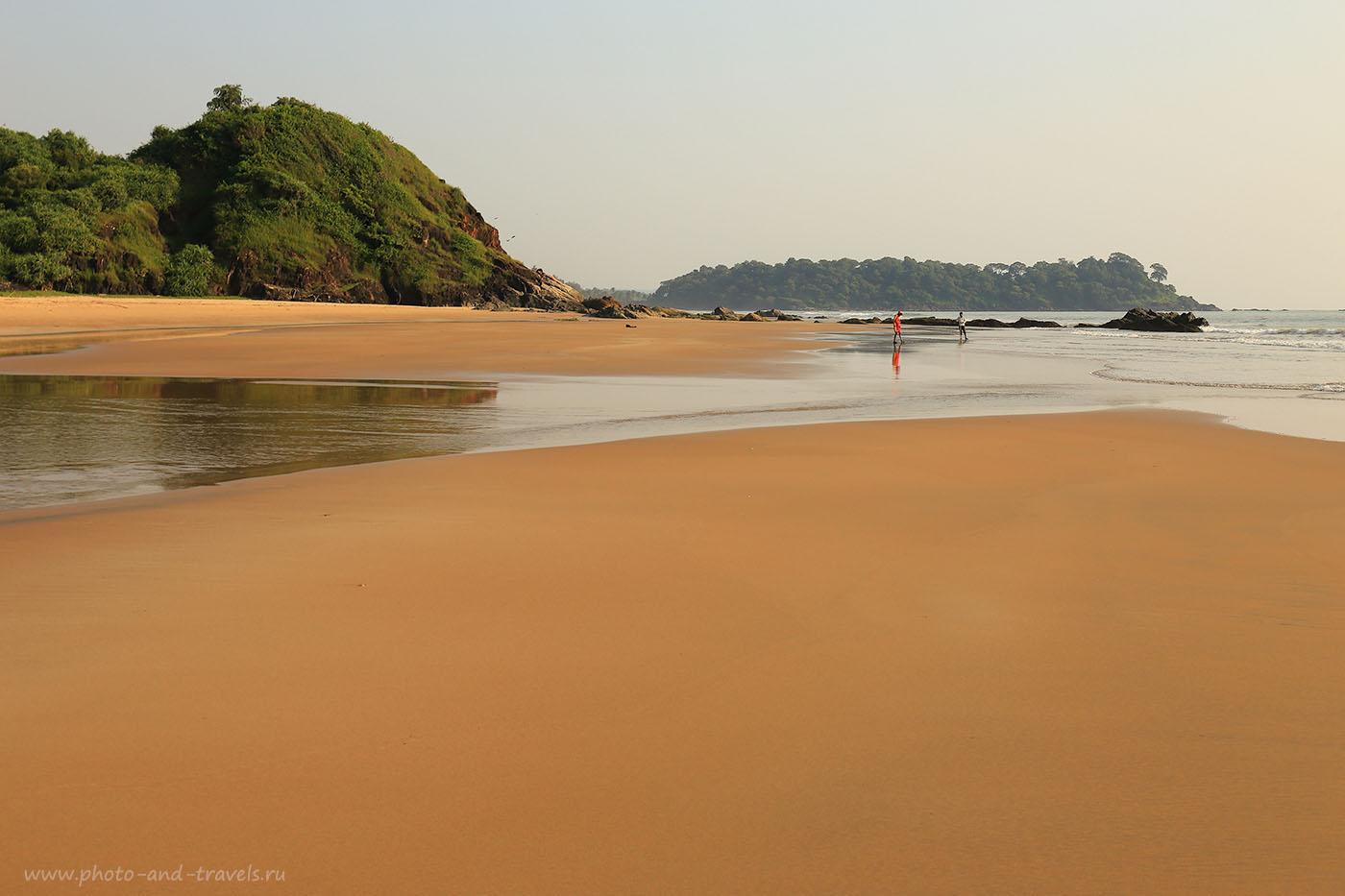 Фотография 27. Две фигуры на пляже Патнем. Рассказы туристов про отдых на Гоа самостоятельно. Отчет о поездке в Индию (24-70, 1/80, 0eV, f9, 41mm, ISO 100)