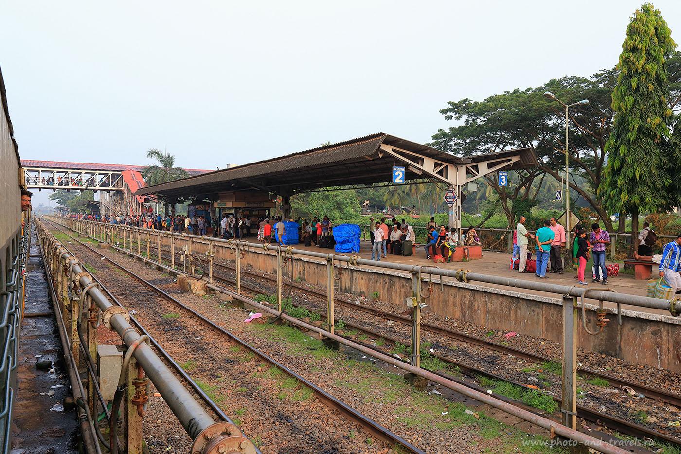 Фотография 9. Маргао. Поездка в Старый Гоа на поезде. (24-70, 1/100, 0eV, f9, 24mm, ISO 500)