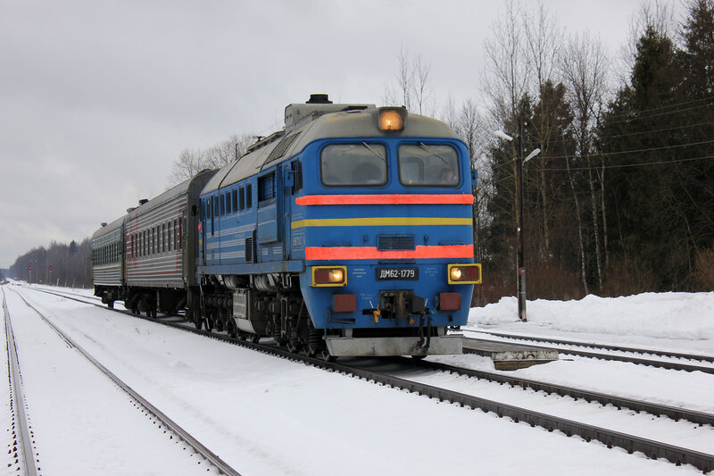 ДМ62-1779 с пригородным поездом Савёлово - Углич на станции белый городок