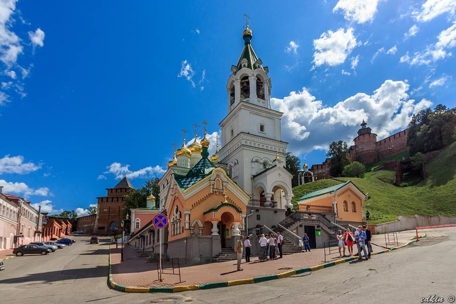 Нижний Новгород, площадь Народного Единства, храм Рождества Иоанна Предтечи
