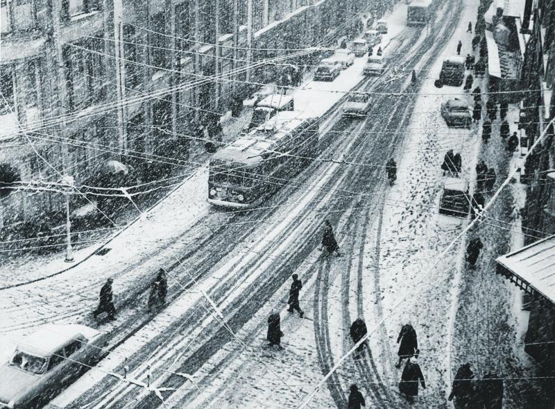 110255 Снегопад на Кузнецком мосту А.Е.Рубашкин 1963.jpg