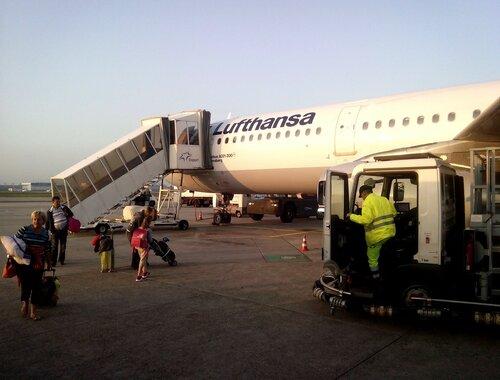 "Посадка на самолёт авиакомпании ""Люфтганза"""