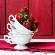 Кружка с ягодой